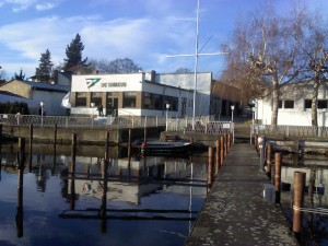 Der Segel Club Wiking liegt an der Müggelspree unweit der Mündung in den Müggelsee.