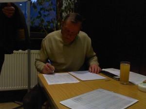 Seit über 30 Jahren organisiert Dieter Karg das Skat-Turnier des Segel Club Wiking.
